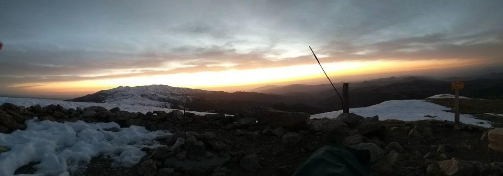 Esperant la sortida del sol al cim del Costabona
