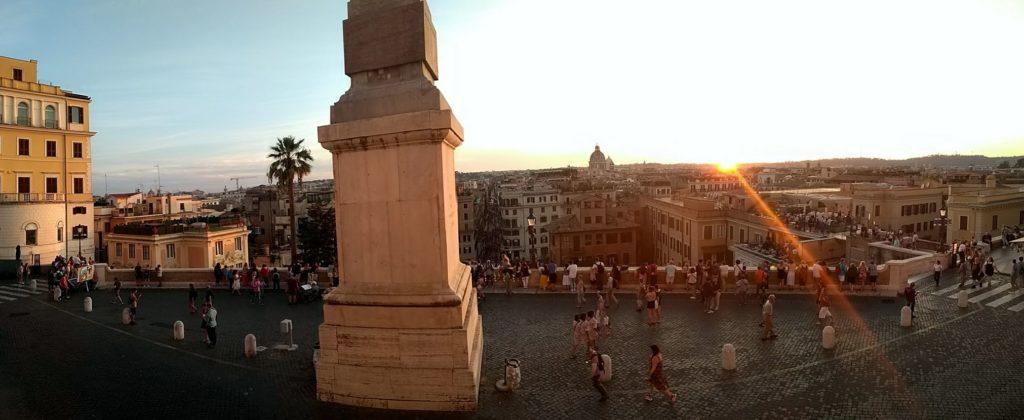 Posta de sol al sobre de Roma des de l'església de la Trinità dei Monti.