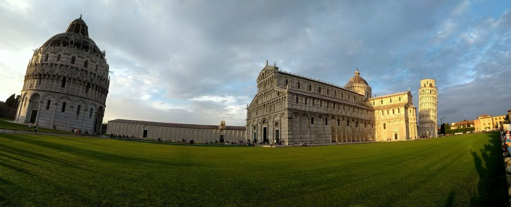 """Pisa i la plaça dels """"Miracles"""" també anomenada Plaça del Duomo"""