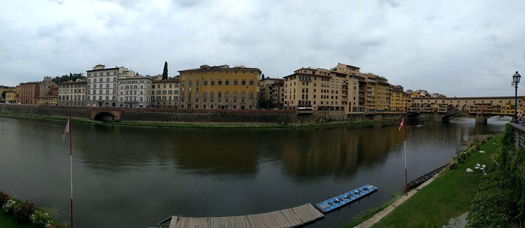 Florència, el riu Arno i el seu pont Vecchio a la dreta