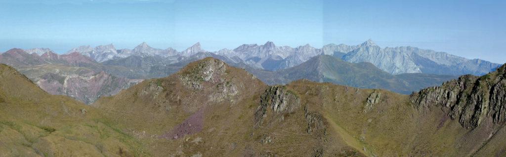 Els cims occidentals de Larra des del cim del Pic Astún