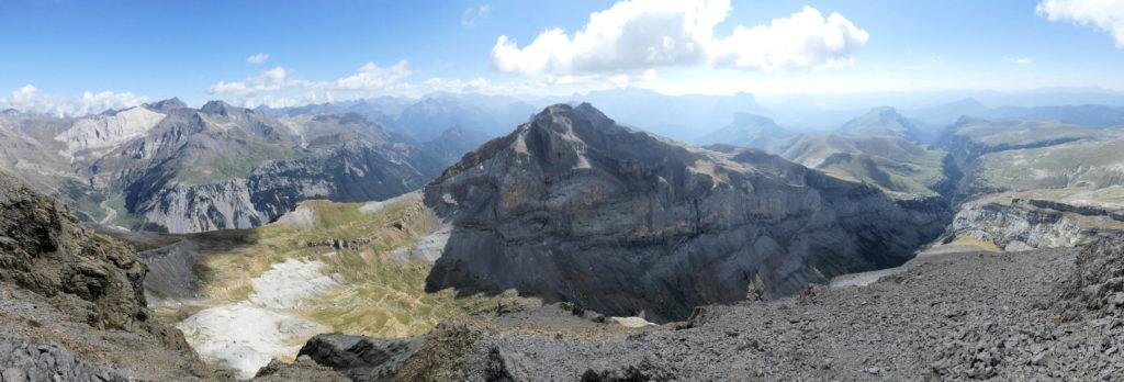 La vall de Pineta i el canyo d'Anyisco des de Punta las Olas