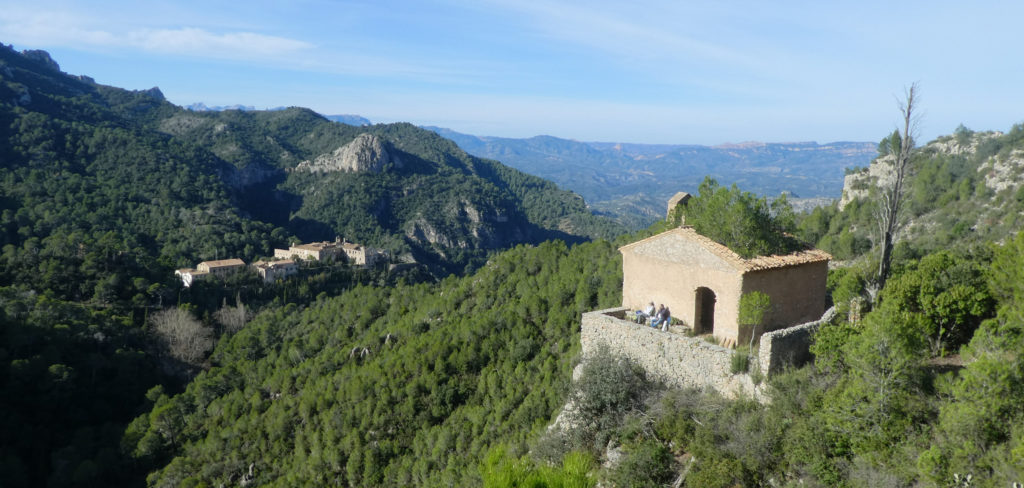 El balneari al fons i la ermita Santa Agnès