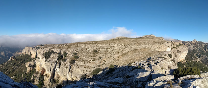 Cingleres i Mont-Redon, a la dreta al fons Cavall Bernat