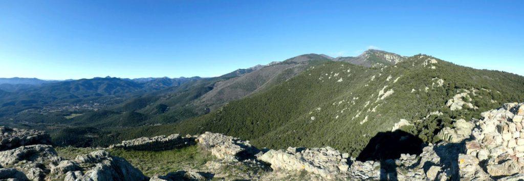 Panoràmica dels cims de la serra les Salines des del Castell de Cabrera