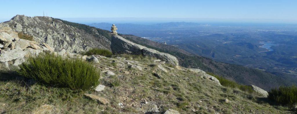Panoràmica des del Roc Campana amb els cims de les Salines i l'Alt Emporda