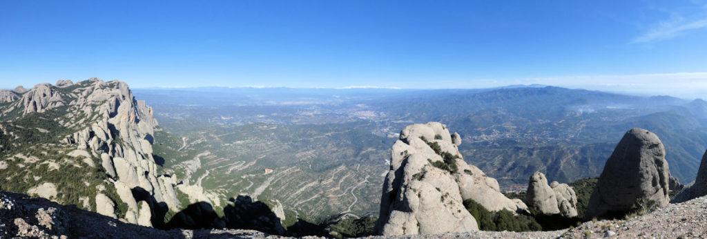 Cingleres de Sant Jeroni amb els Bages i els Pirineus des de Roca Sant Salvador